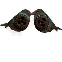 Little bird earrings with gears, steampunk earrings with patina finish